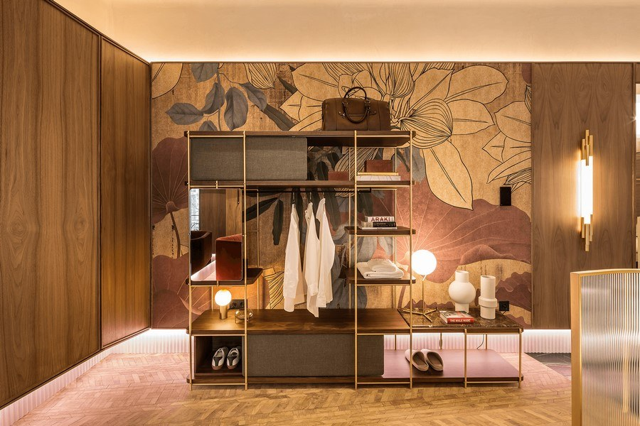 vestidor de momooca y mural inkiostro blanco en casa decor 2020