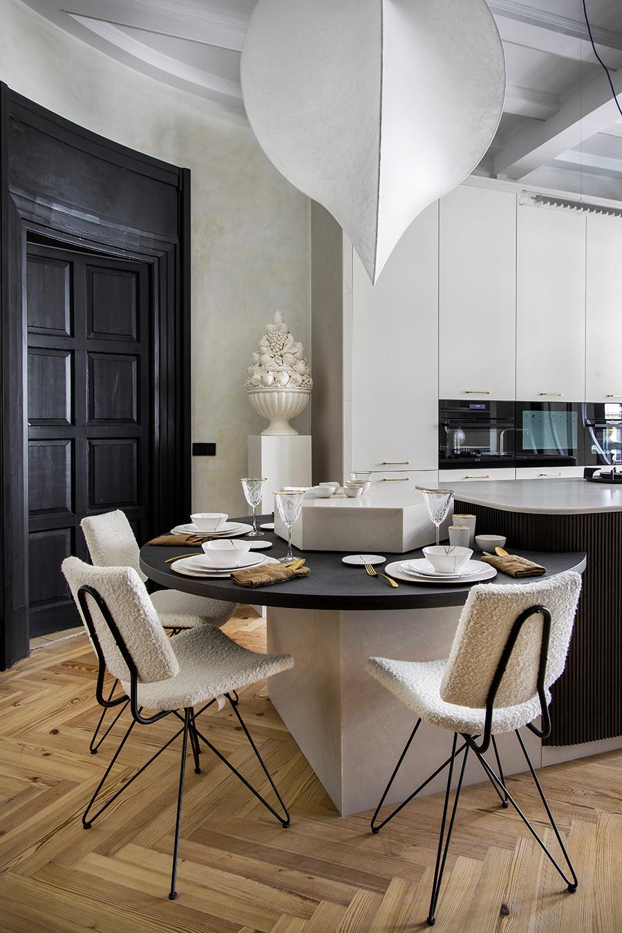 FOTO ESPACIO SIXTYPRO cocina abierta de lujo en negro y gris