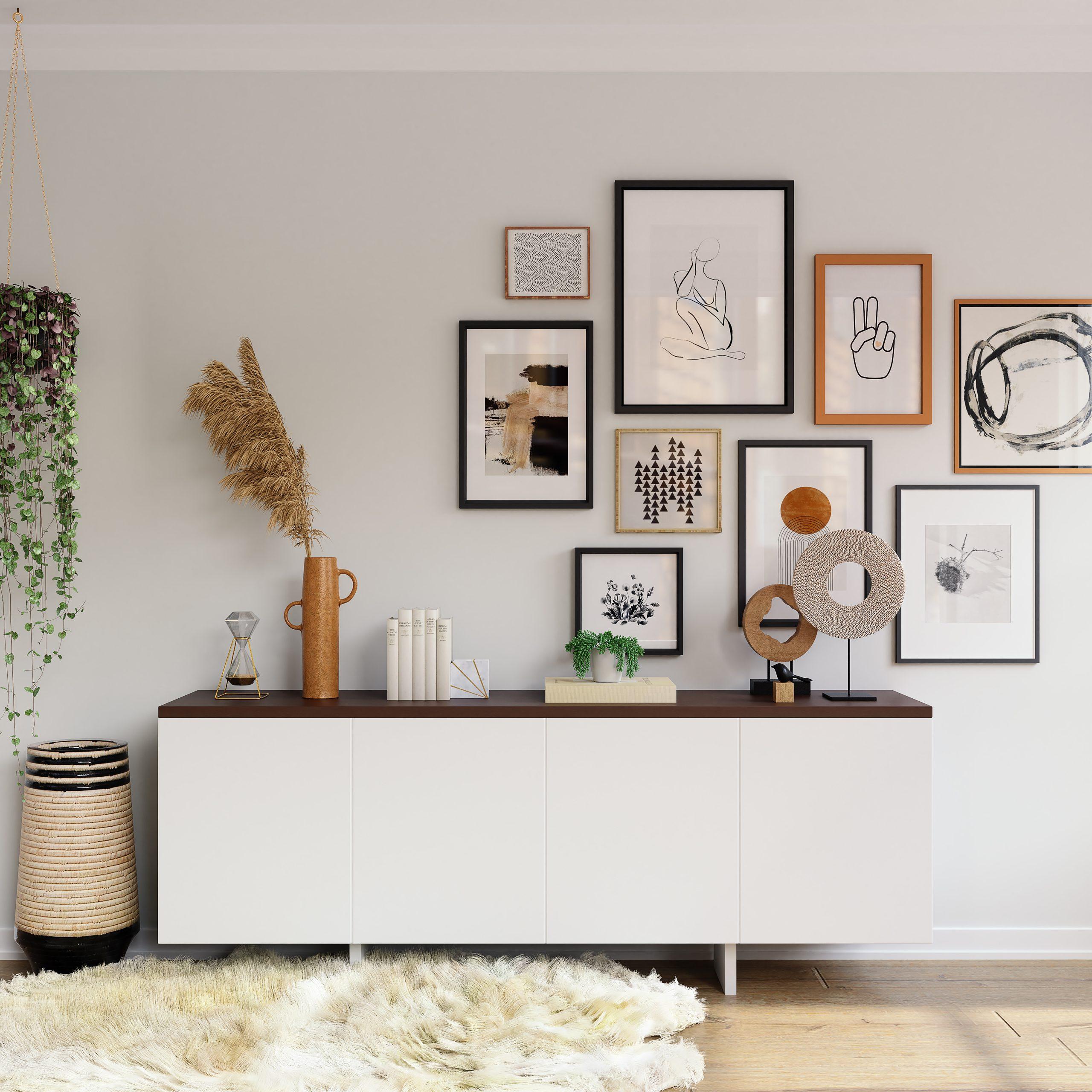 Diseño de interior con mueble cómoda y decoración de pared con cuadros